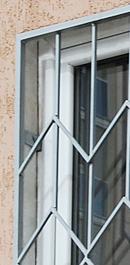 Пример монтаж оконной решетки в проем окна